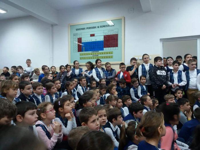 Scriitorul Petre Craciun se intalneste cu elevii de la Scoala Gimnaziala nr. 25 Timisoara
