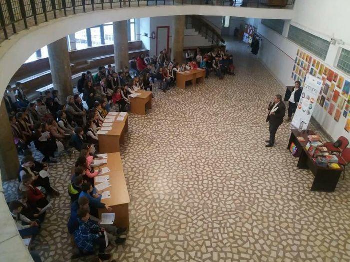 Scriitorul Petre Craciun se intalneste cu elevii de la Scoala Gimnaziala nr. 30 Timisoara