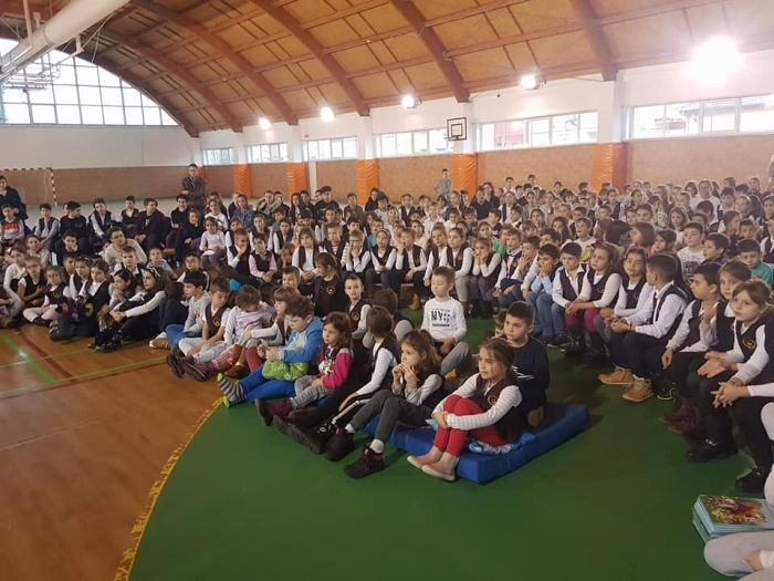Scriitorul Petre Craciun se intalneste cu elevii de la Liceul Teoretic din Giroc
