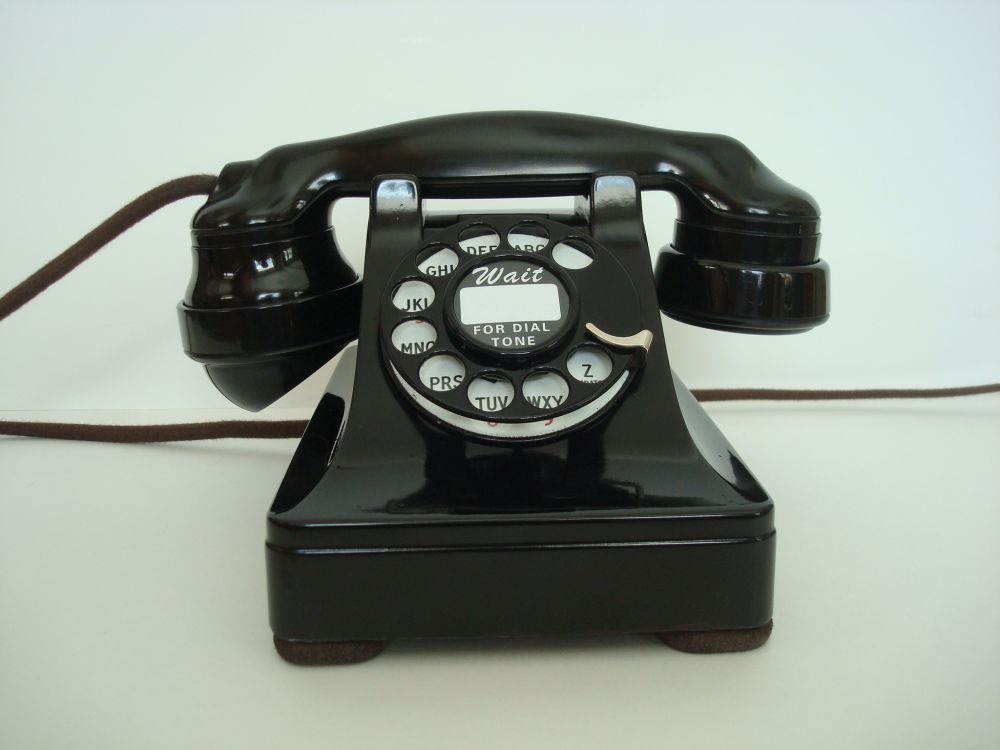 """Din ciclul """"Cu și despre vecini"""": La telefon"""